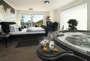 zimmer mit badewanne 14 hotels mit whirlpool im zimmer