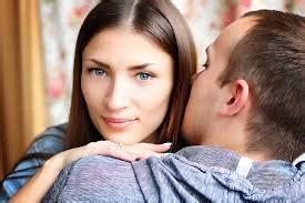 ciri pria suka wanita pertama  bertemu dunia cewek