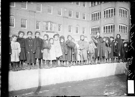 Why Did Found Hull House by And Settlement Houses 1889