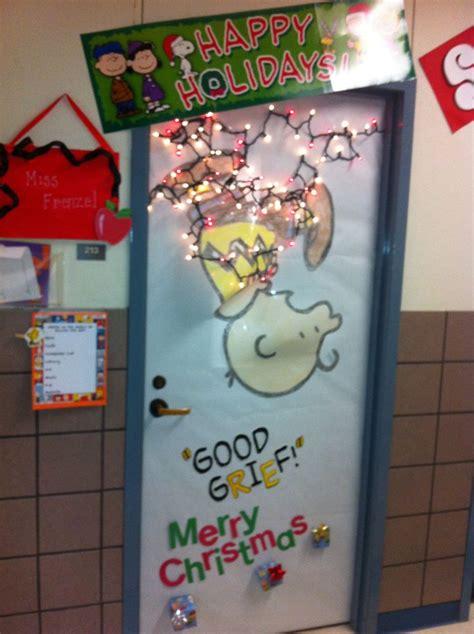charlie brown christmas lights the 25 best christmas classroom door ideas on pinterest