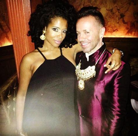 Kelis Gets Flaunt On by Singer Freddyo
