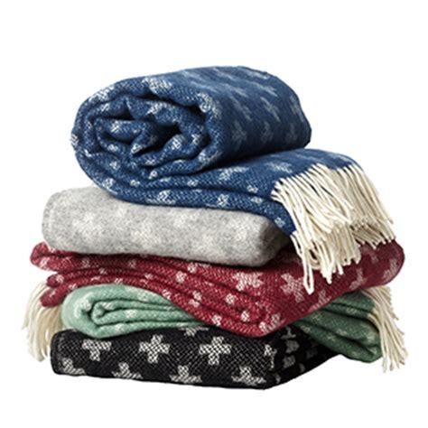 wolldecken mit ärmel klippan wolldecken und baumwolldecken aus schweden