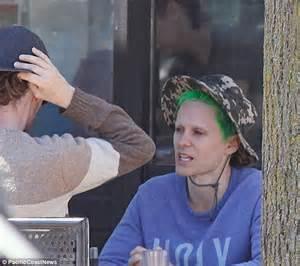 se filmer impractical jokers gratis jared leto cu parul verde si fara sprancene pe strazile
