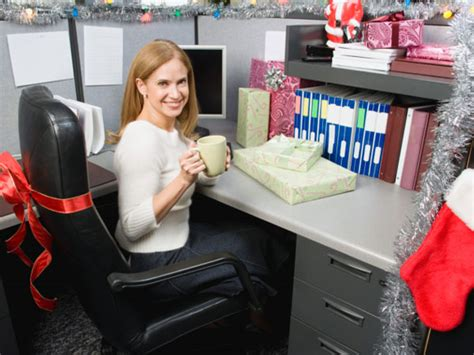 personal ways  decorate office cubicle boldskycom