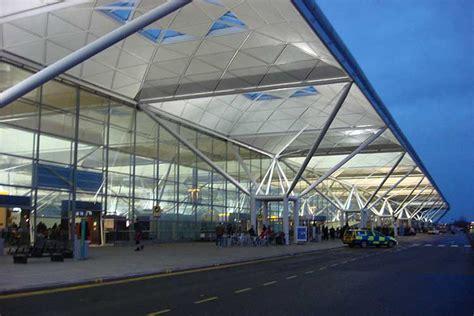 lavorare al consolato italiano aeroporto londra stansted come arrivare al centro londra