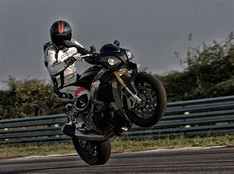 2015 Aprilia Tuono V4 R APRC ABS Review