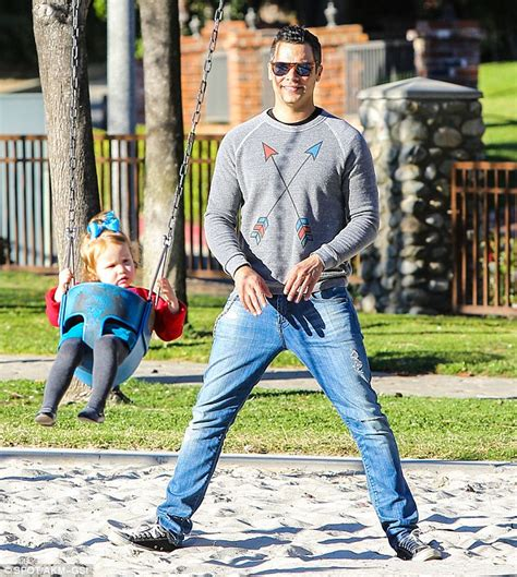 swing around fun time jessica alba and her girls are a match in woolly warm up