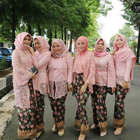 St Mahesa Batik Pink Salem kebaya muslim model kebaya modern berjilbab warna salem bahan brokta dengan rok batik 21 model