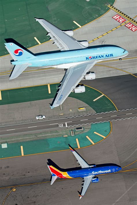 airviation photo  chris hall airbus   boeing