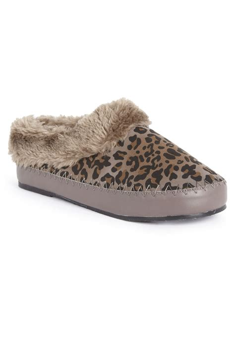 giraffe print slippers 1000 images about animal print slippers on