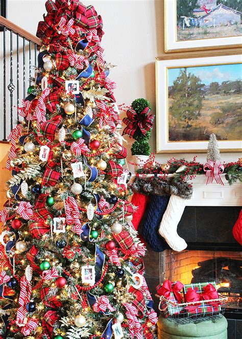 christmas tree decorating ideas with plaid ribbon traditional plaid tree decorations a classic