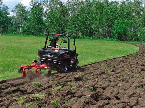 farm hand day   dirt atv illustrated