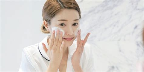 bingung cari facial wash  kulit berjerawat