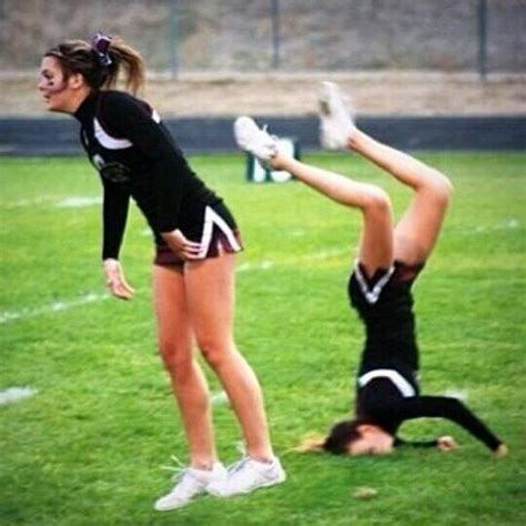 best cheerleader fails 25 cheerleaders who are doing it wrong right in the pom