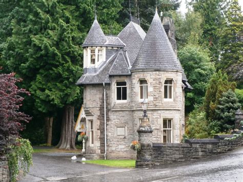 small houses that look like castles picturesque pitlochry or how scotch is made 171 applecore