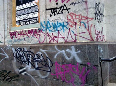 vandal graffiti  mural ternyata nggak sama