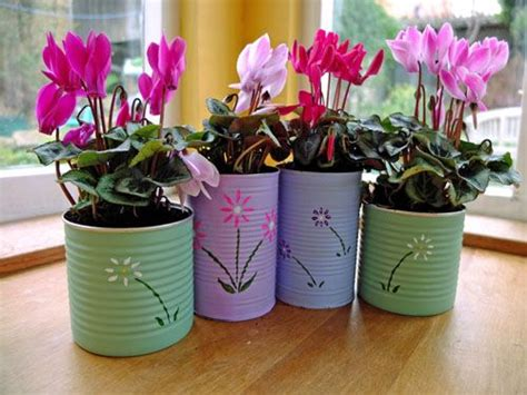Handmade Garden Pots - upcycled food cans filled with plants reciclando latas