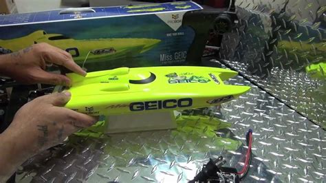 rc boats geico proboat miss geico 17 inch rtr catamaran unboxing youtube