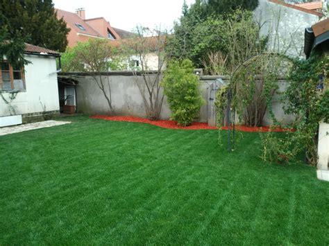 Superbe Amenagement D Un Jardin #1: Pose-de-Gazon-en-Rouleaux-Serris.jpg
