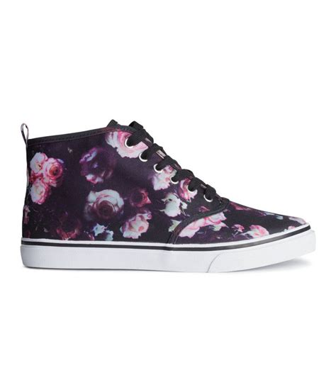 put some in your step with these black floral lace