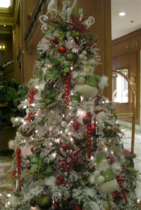 Decorated Trees - how to decorate a tree professionally with ribbon