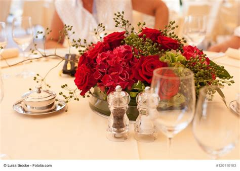 Tischdeko Für Goldene Hochzeit by Blumengestecke Nach Anleitung Selber Machen