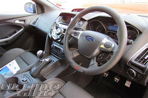 volante a destra ford focus st in prova con ultimogiro