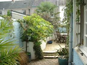 Small Terraced House Garden Ideas 24 Best Images About Garden On Gardens Raised Beds And