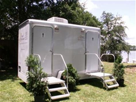 backyard wedding trailer i don t care how much one of these costs to rent i will