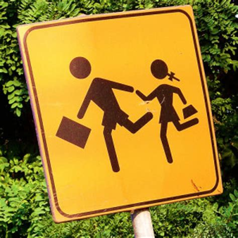 manziana installata la cartellonistica piano manca la vigilanza pericolo all uscita della scuola di