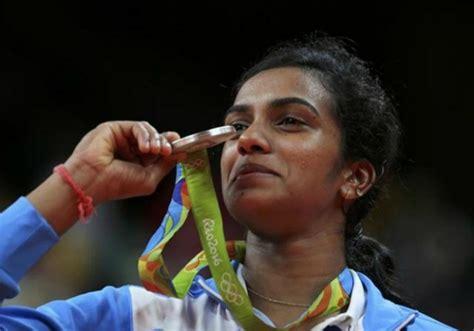 biography of pv sindhu congratulating pv sindhu on her victory akshay kumar made