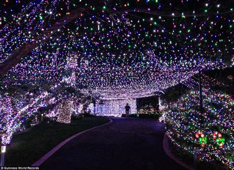 man breaks record for largest christmas lights display in
