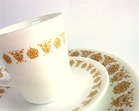old pattern corelle dishes 18 pc vintage corelle quot butterfly gold quot dinnerware set for
