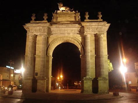 len guanajuato panoramio photo of arco de la calzada de noche leon gto