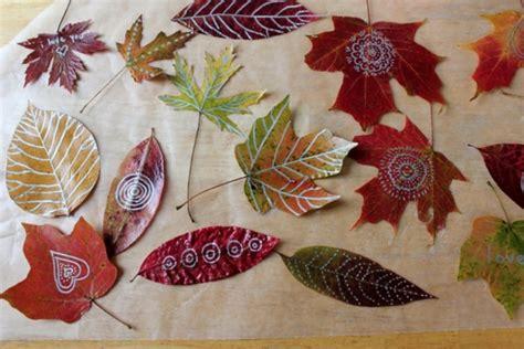 Aplikasi Daun Kering Pressed Leaf cool autumn idea to decorate a kids room wall kidsomania