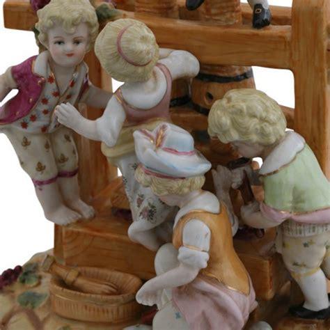 weinkeller deko weinherstellung kelter figuren porzellan dekoration