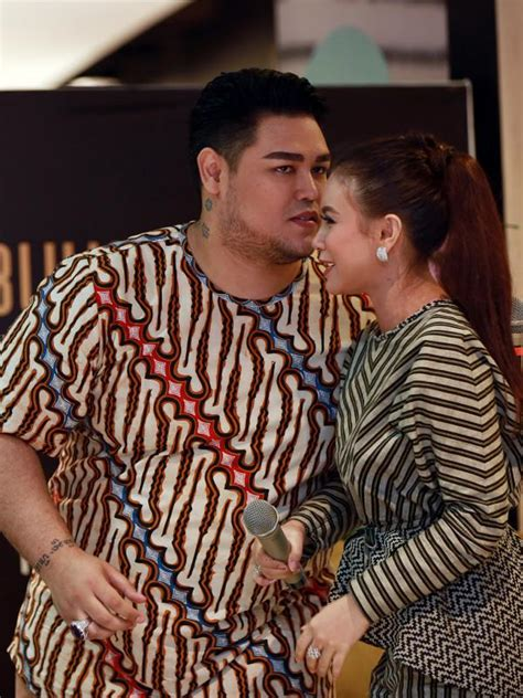 Ivan Gunawan ditantang netizen rebut ayu ting ting dari raffi ini