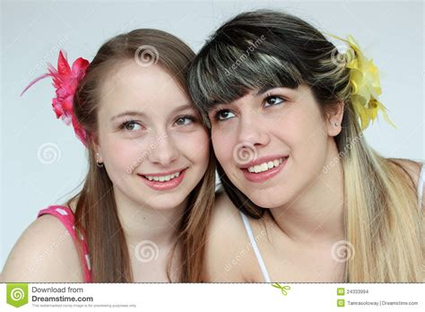 imagenes de lindas jovenes duas meninas adolescentes bonitas imagens de stock