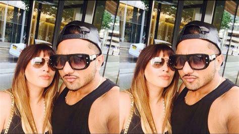 pics on honey singh n his wife yo yo honey singh wife shalini with family youtube