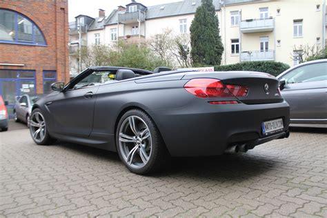 auto folierung schwarz matt bmw m6 cabriolet in schwarz matt und carbon nato oliv