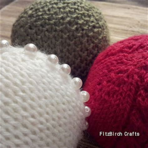 easy knitted decorations easy knitted bauble ornaments allfreeknitting