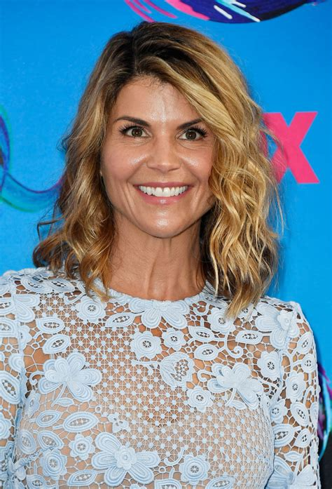 who cuts lori fulbrights hair lori loughlin medium wavy cut hair lookbook stylebistro