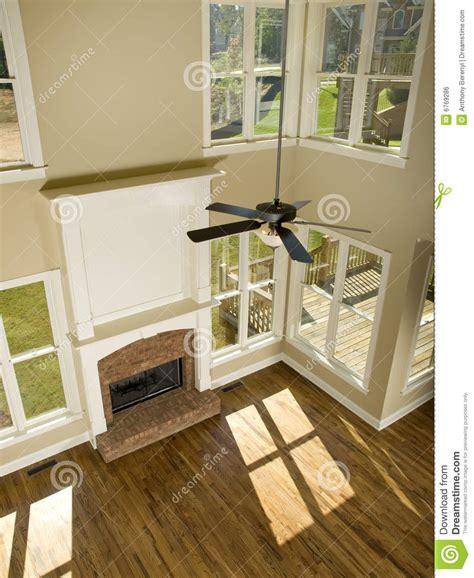 Small Living Room Ideas With Fireplace sala de estar de dos pisos con la chimenea de arriba
