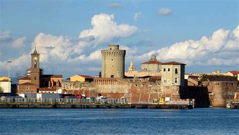 porto di livorno la toscana si presenta con il porto di livorno sul mercato