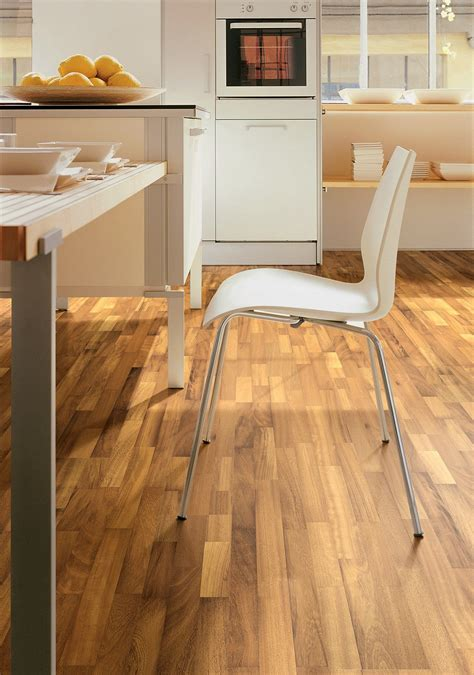 piastrelle sembrano parquet scegliere il pavimento della cucina effetto legno