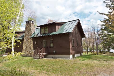 Cabin Retreats Cozy Cabin Retreat Combines Warmth Of Wood With A Bright