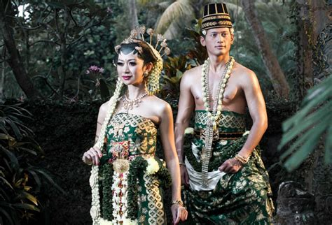 Foto Prewedding Adat Jawa Timur by Melati Putih Cantik Untuk Rias Tradisi Weddingku