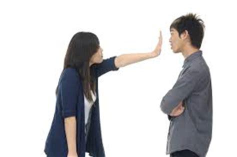 girlfriend has mood swings 6 ways to handle your girlfriend s mood swings during