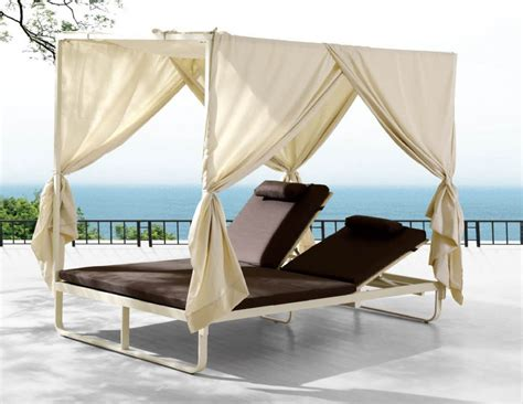 Outdoor Daybed With Canopy Exterior Brown Wooden Garden Daybed With Canopy Using Crean Mattres Ang Green Pattern Cushion