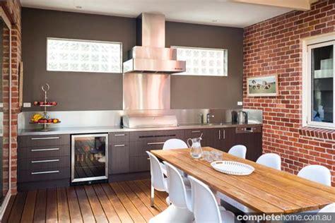 Modern Sophisticated Kitchen Design Meets Seamless Alfresco Kitchen Designs